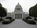 「法案修正」と「会期延長」の有無が焦点、施行期日に影響